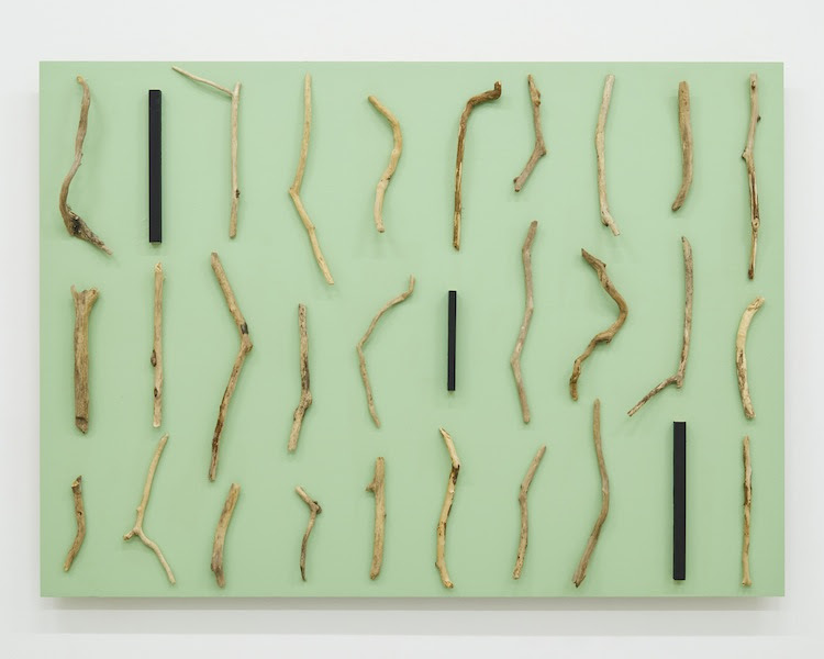 自続因Cause of Self-Continuation 2018 wood, acrylic h.89.9 x w.125.0 x d.10.7 cm (C)Kishio Suga