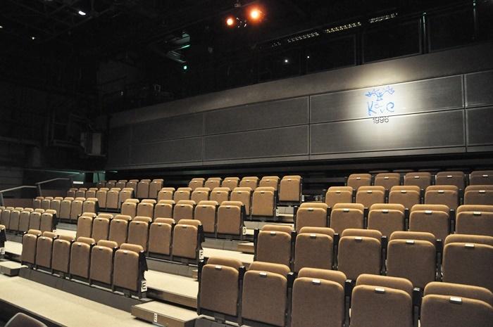 3FのKAVCホール。可動式の客席なので、対面舞台やオールフラットのスタイルにも対応可能。