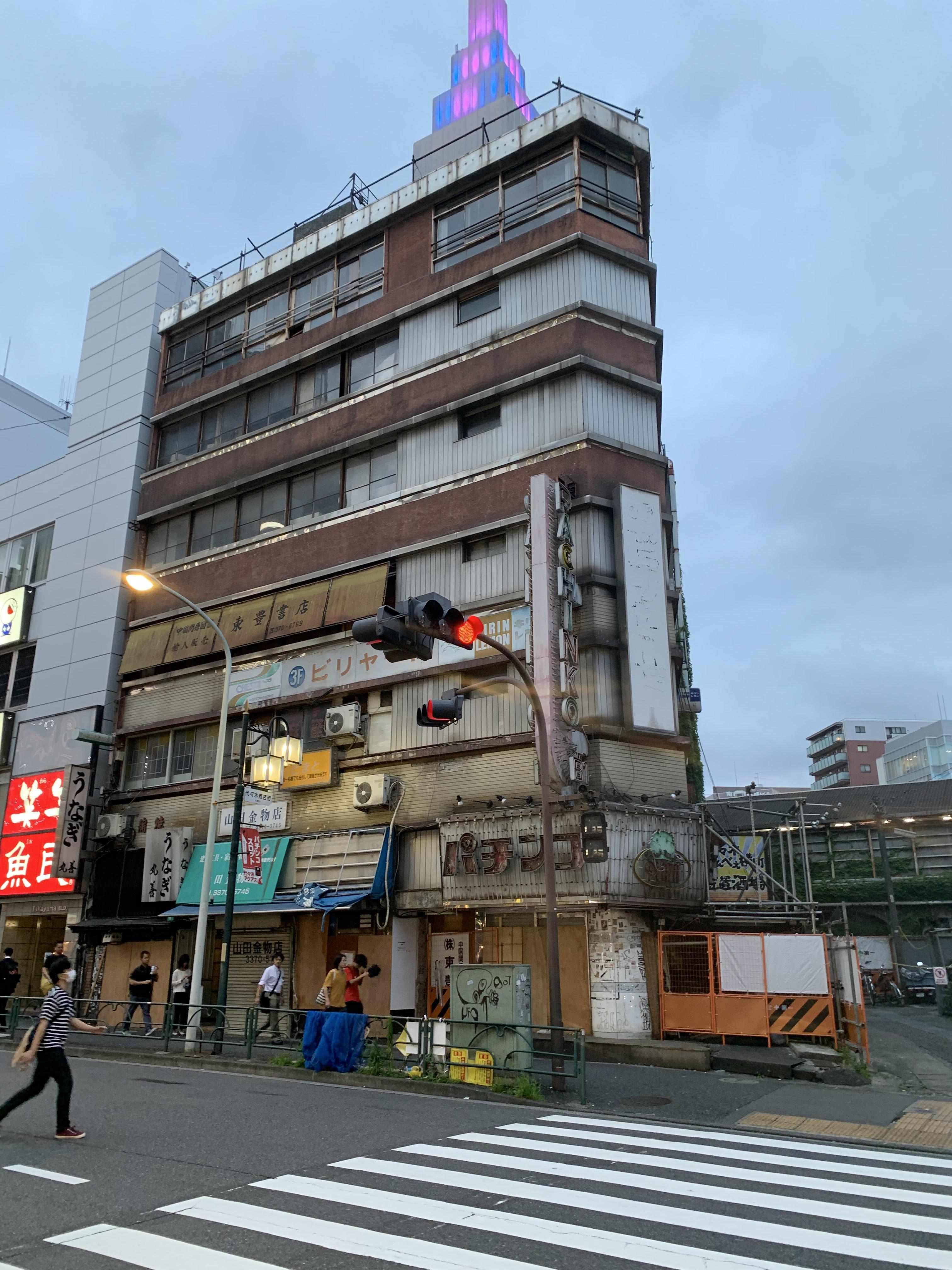 作中で重要な場所となっている代々木会館は8月1日に取り壊しが始まっている