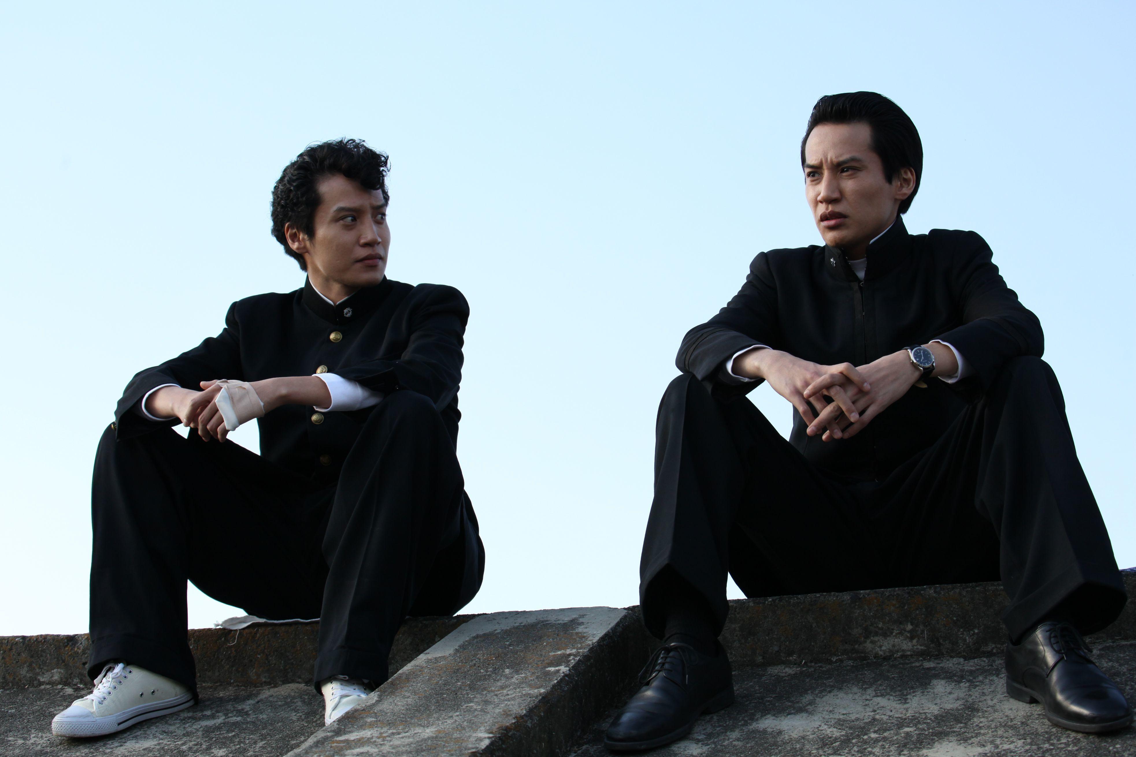 主人公・小川錦市を演じた高木心平(左)と万平(右)