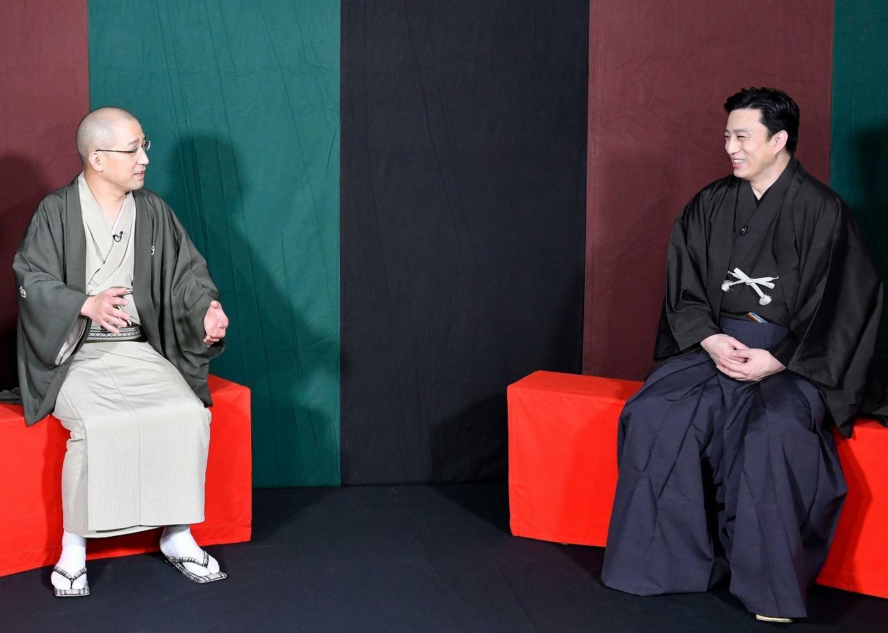 (左から)春風亭一之輔、松本幸四郎 /(C)松竹