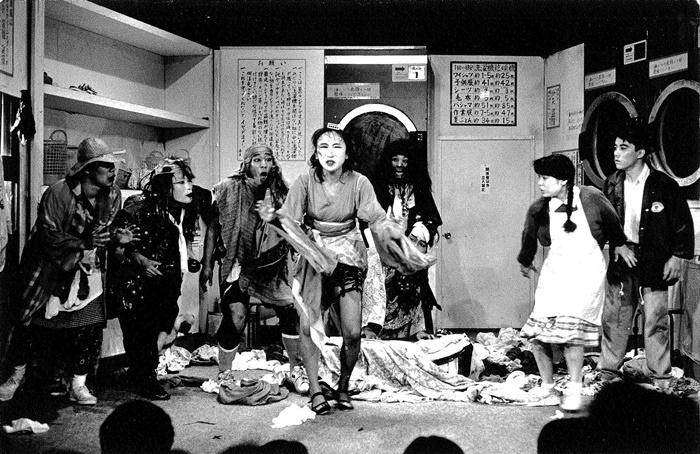 南河内万歳一座『ラブレター』(1989年初演)。