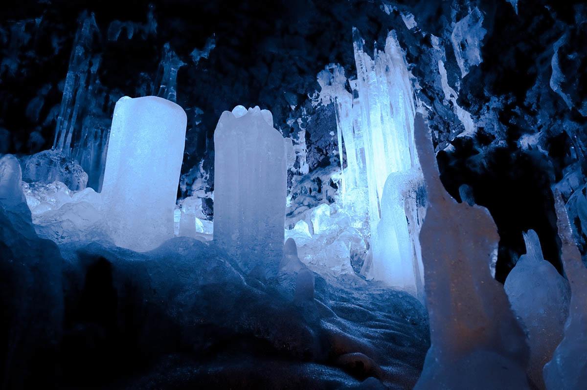 鳴沢氷穴の様子