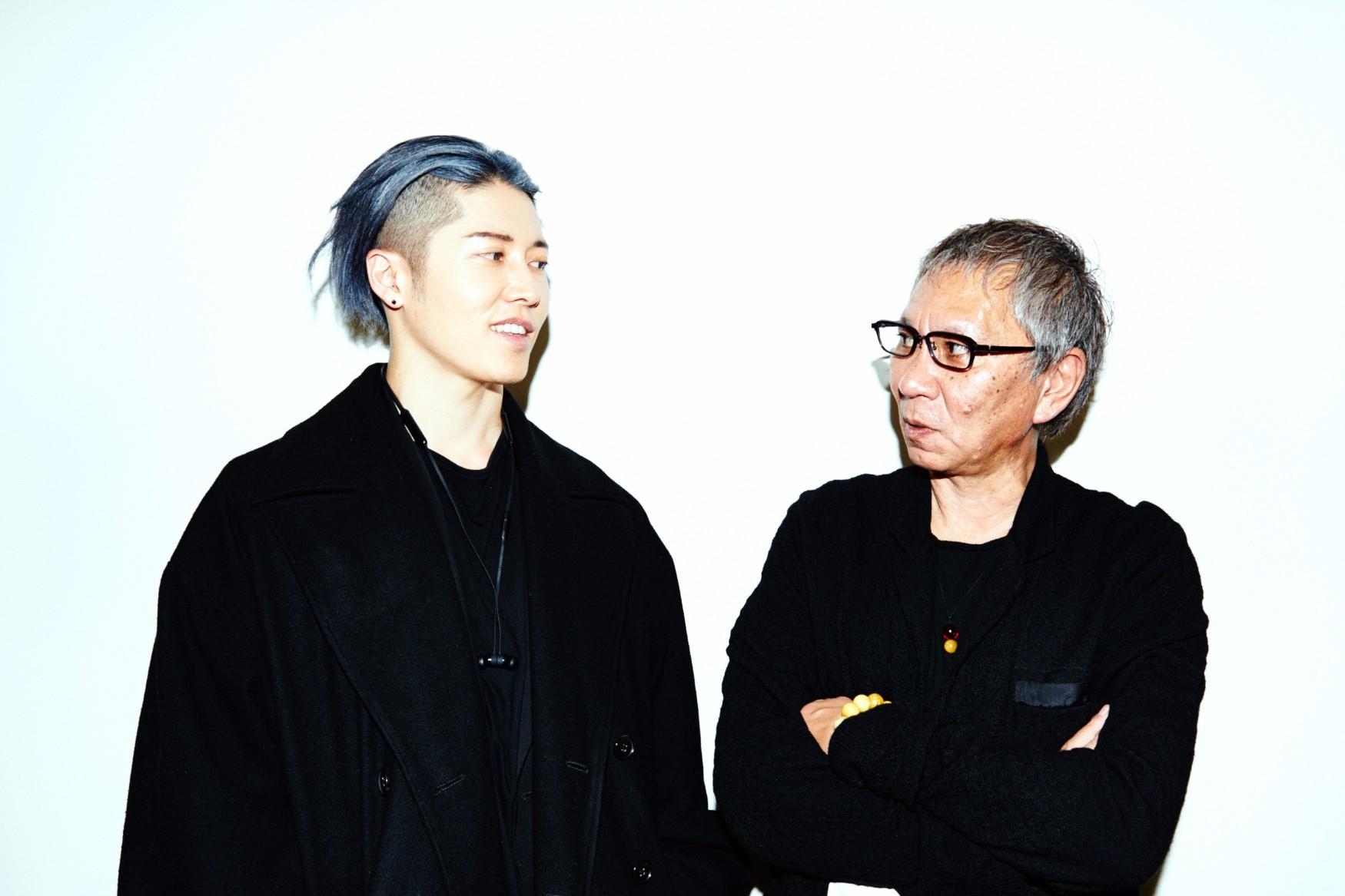 左から、MIYAVI、三池崇史監督