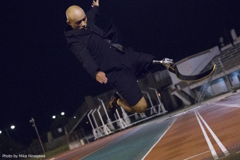 鈴木篤選手(陸上男子走り幅跳び)の蜷川実花による撮り下ろし写真