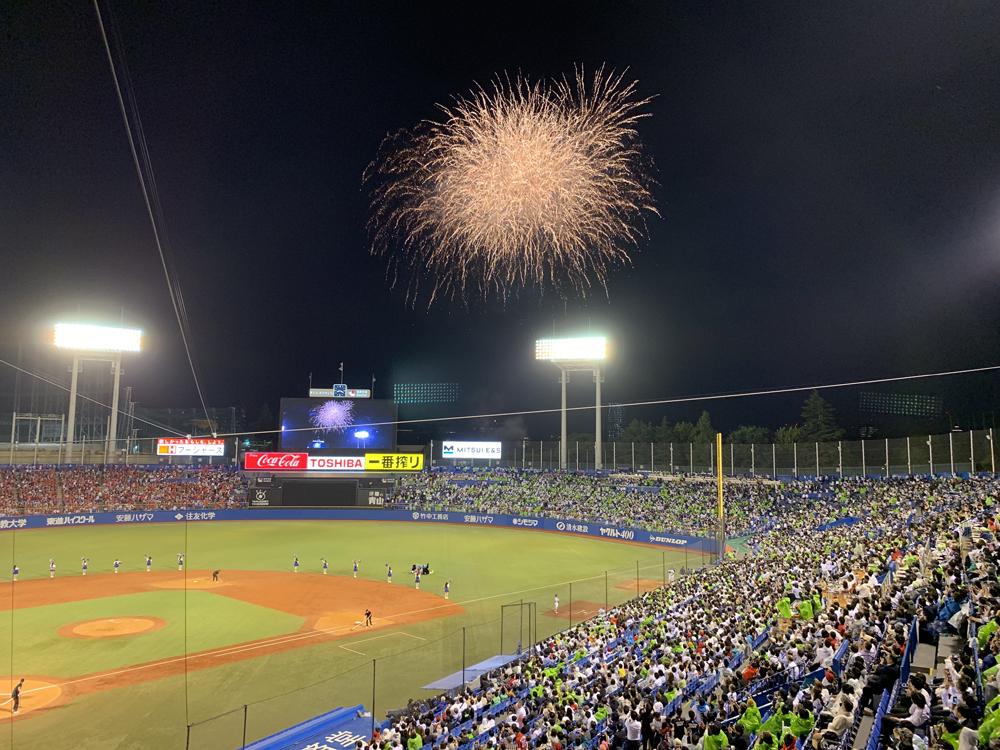 8月2日(金)、8月23日(金)には、5回裏終了時に300発の花火を打ち上げる