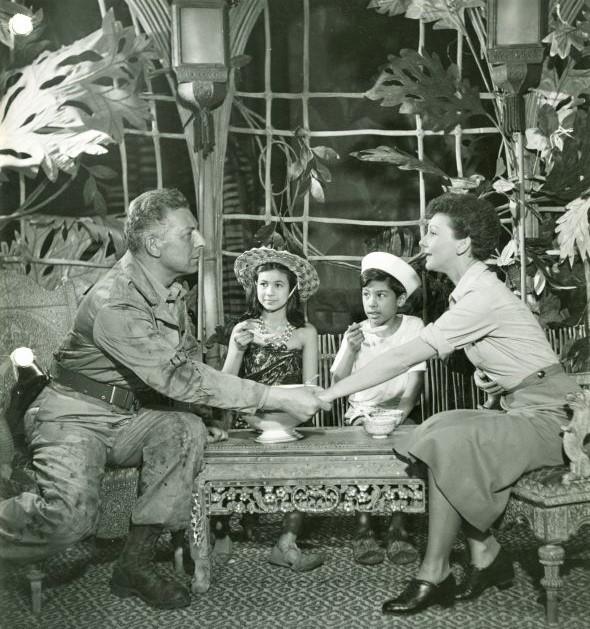 ブロードウェイ初演(1949年)の主演は、エツィオ・ピンザ(左)とメリー・マーティン