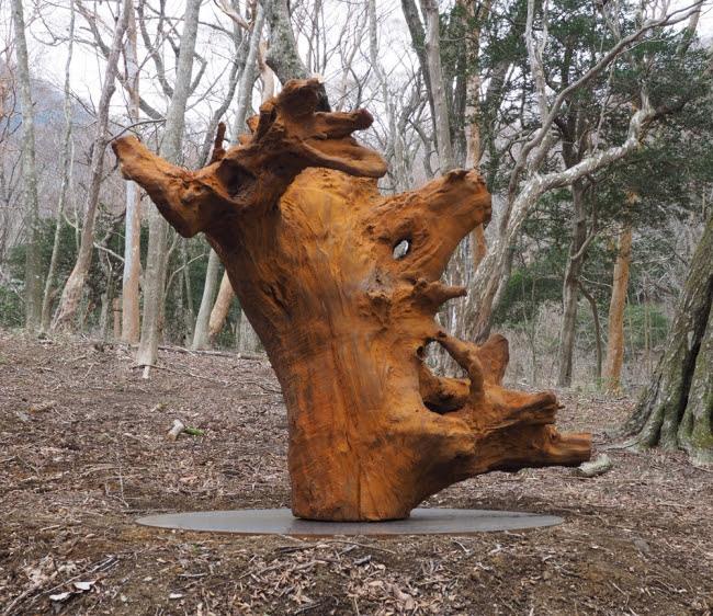 アイ・ ウェイウェイ《鉄樹根》2015年 鉄, 220 x 205 x 205 cm ポーラ美術館蔵
