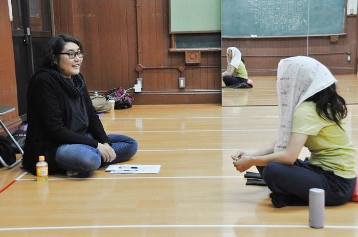 「木ノ下歌舞伎」主宰&『娘道成寺』監修の木ノ下裕一(左)ときたまり(右)。