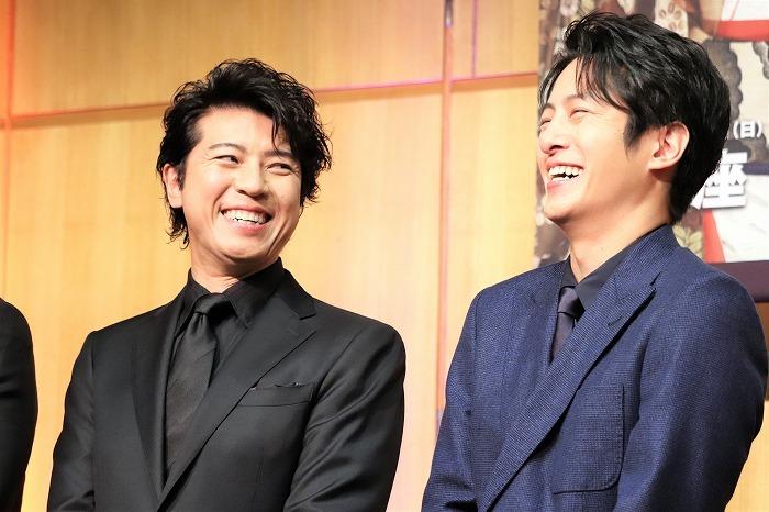 舞台では敵同士。今はこの笑顔です。