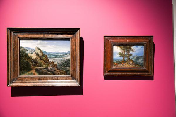 (左)ルーカス・ファン・ファルケンボルフ《滝と水車のある山岳風景》1595年、油彩・キャンヴァス (右)ヤン・ブリューゲル(父)《市場への道》 1604年、油彩・銅板 所蔵:リヒテンシュタイン 侯爵家コレクション、ファドゥーツ/ウィーン (C) LIECHTENSTEIN. The Princely Collections, Vaduz-Vienna