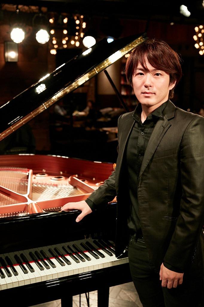 米津真浩(ピアノ)  撮影=岩間辰徳