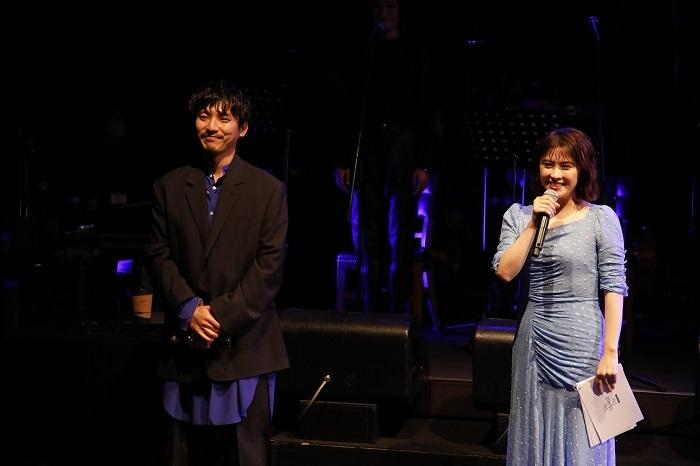 (左から)上山竜治、宮澤エマ