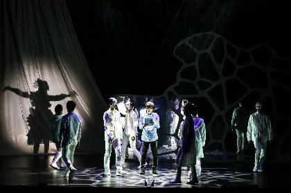 配信公演も決定した劇団Patchの音楽朗読劇『マインド・リマインド』はいったい何がスゴいのか、舞台上の多彩な仕掛けを徹底的に独自分析
