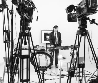 小室哲哉、レスリー・キーが撮影を務める初のライブ配信が決定 音楽とアートの講義やミニライブ、映画監督・河瀬直美とのトークも