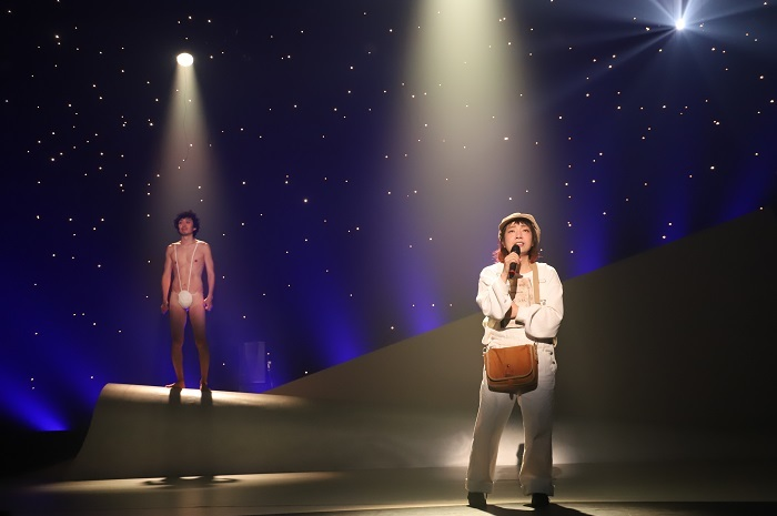 (左から)丸尾丸一郎、菜月チョビ  画像提供/オフィス鹿(写真:和田咲子)