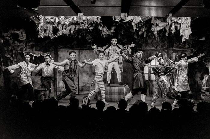 南河内万歳一座『唇に聴いてみる』韓国公演より(88年)。 [撮影]杉浦正和