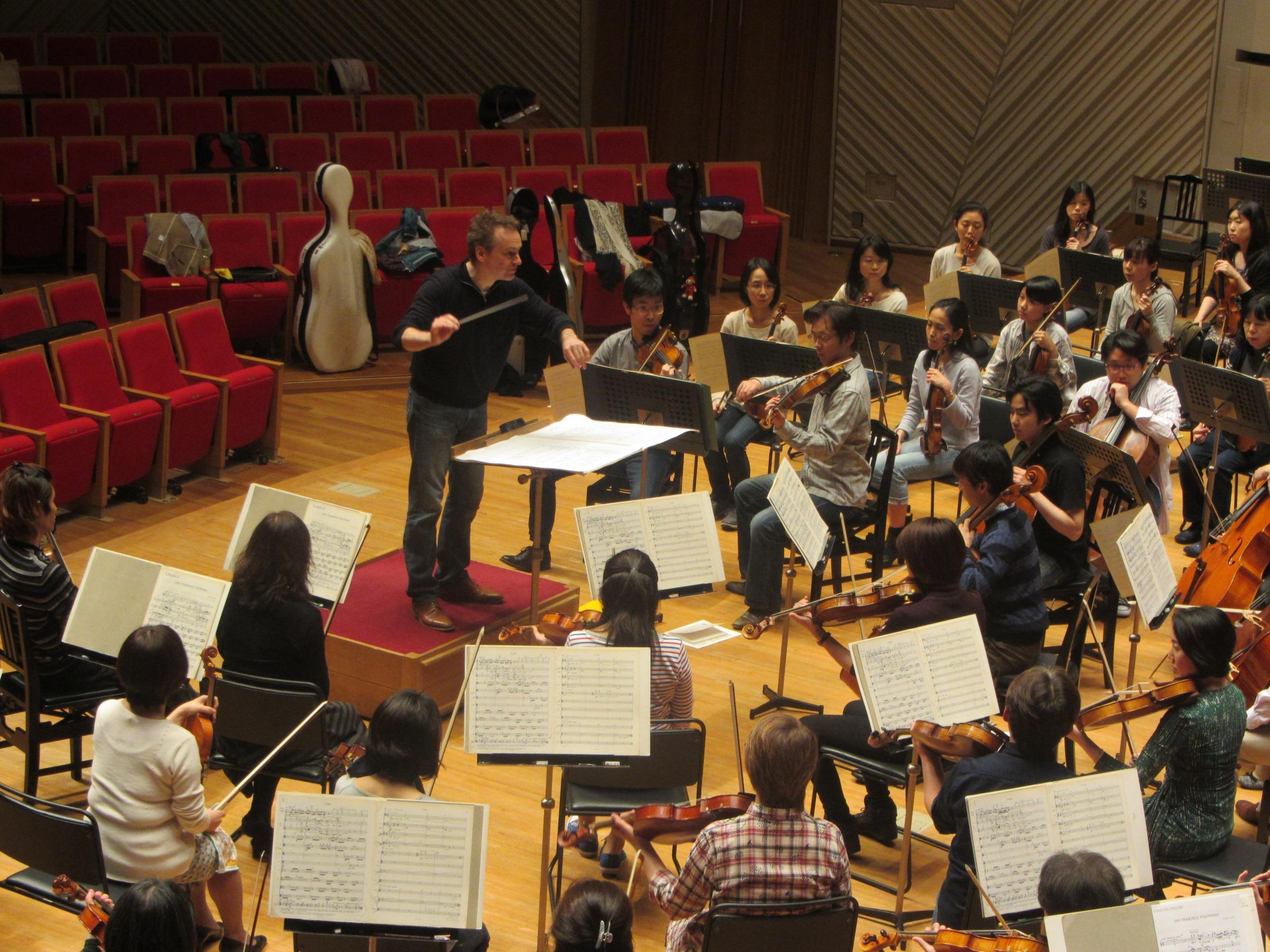 念願のリゲティ作品を振るノットはいかにも楽しそうだ (提供:東京交響楽団)