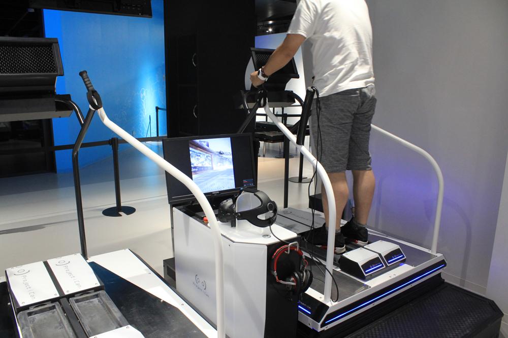 こちらは「急滑降体感機 スキーロデオ」のVRアクティビティー。以前お台場にあったものと同様。