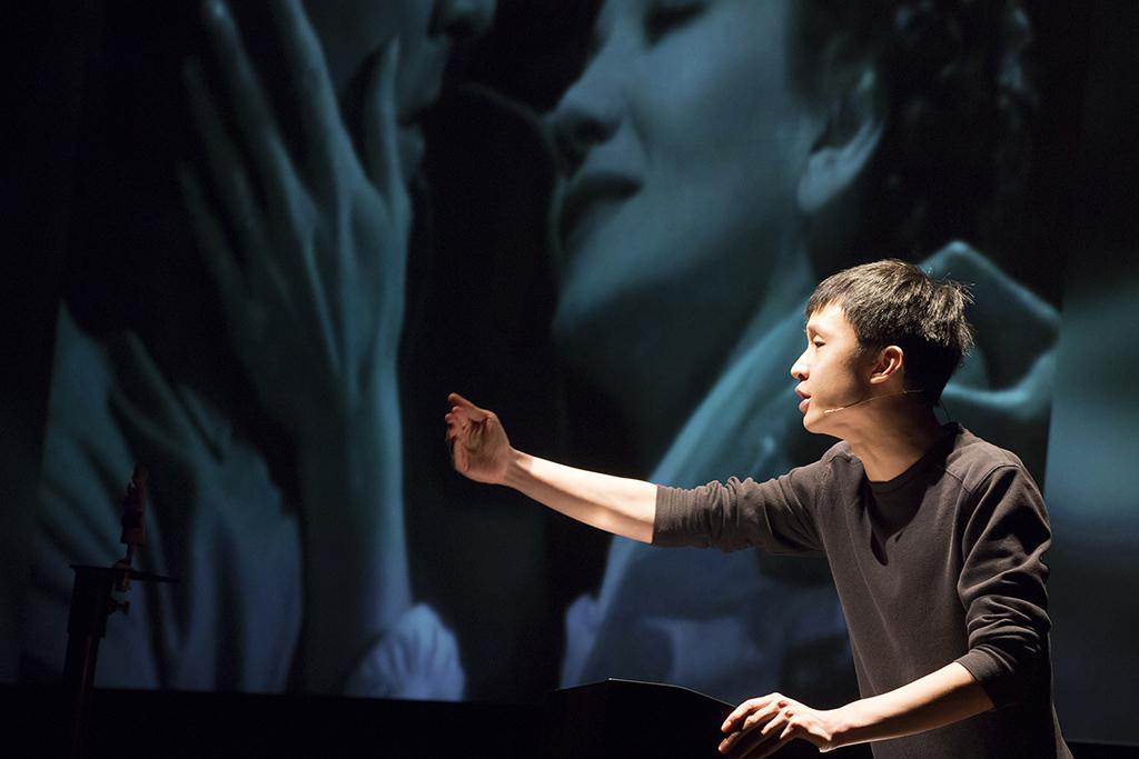 ホー・ルイ・アン《ソーラー:メルトダウン》2014年~ ビデオ、デジタルプリント、ソーラー電池式玩具 60分 Courtesy: Maezawa Hideto; TPAM Performing Arts Meeting in Yokohama, 2016