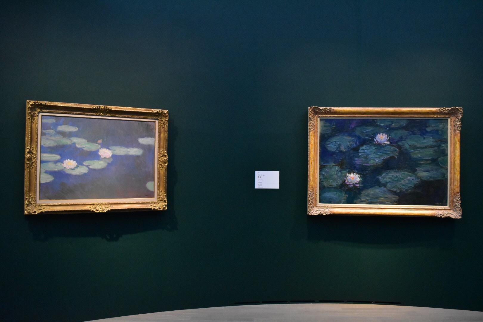 左:クロード・モネ 《睡蓮》1897-98年 個人蔵 右:クロード・モネ 《睡蓮》1897-98年頃 鹿児島市立美術館