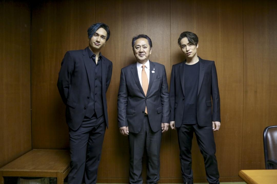 左から、橘ケンチ、横須賀市長・上地克明氏、EXILE TETSUYA