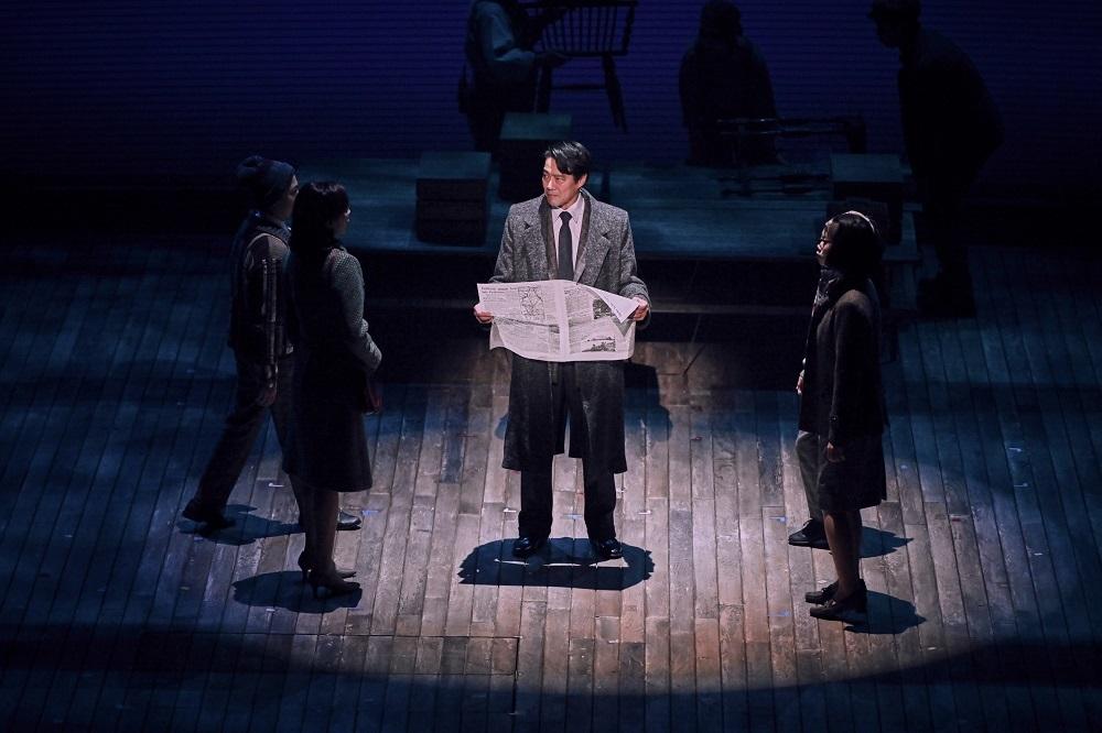 『民衆の敵』舞台写真