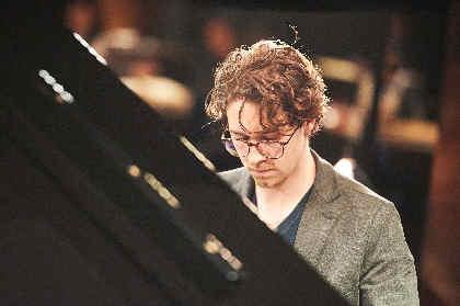 イタリアのピアノの貴公子が奏でる名画の調べ 『SUNDAY  LIVING LIVE』Alex J.Dライブレポート