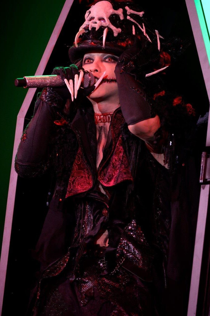 VAMPS『HALLOWEEN PARTY 2016』撮影=今元秀明、緒車寿一