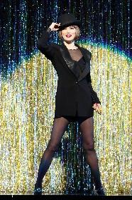 米倉涼子主演『CHICAGO』の来日公演が大阪で開幕 女優デビュー20周年、誕生日サプライズも