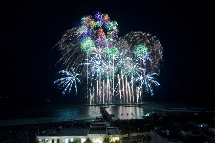 サザンオールスターズの楽曲×世界最高峰の花火! 茅ヶ崎の夜を彩り、3万5千人を魅了した『茅ヶ崎サザン芸術花火2018』