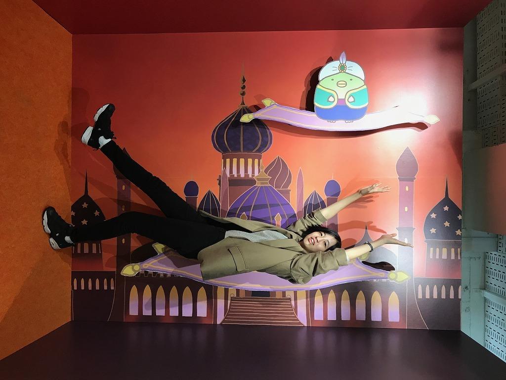 魔法のじゅうたんで空を飛べる!?こんなトリックアートも