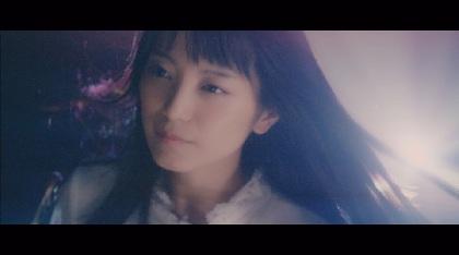 """miwa、新曲「We are the light」のMV公開 """"光る透明なギター""""と""""光のダンス""""で楽曲の世界を描く"""