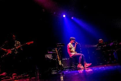小袋成彬、大阪で初ライブ MC無し・ノンストップの7曲で観客を魅了