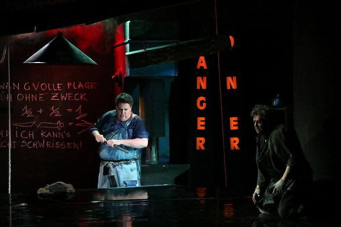 新国立劇場オペラ『ジークフリート』ゲネプロより ジークフリート、ミーメ