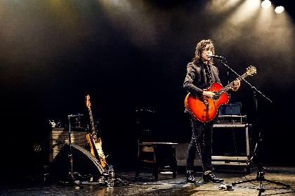 宮本浩次(エレファントカシマシ) ギター1本で挑んだ『ソロ初ライヴ!宮本、弾き語り』オフィシャルレポート