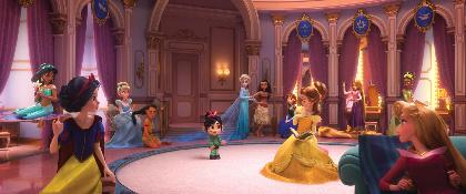 『アナ雪』アナ&エルサにラプンツェル、シンデレラまで 歴代ディズニープリンセスたちが『シュガー・ラッシュ:オンライン』で競演