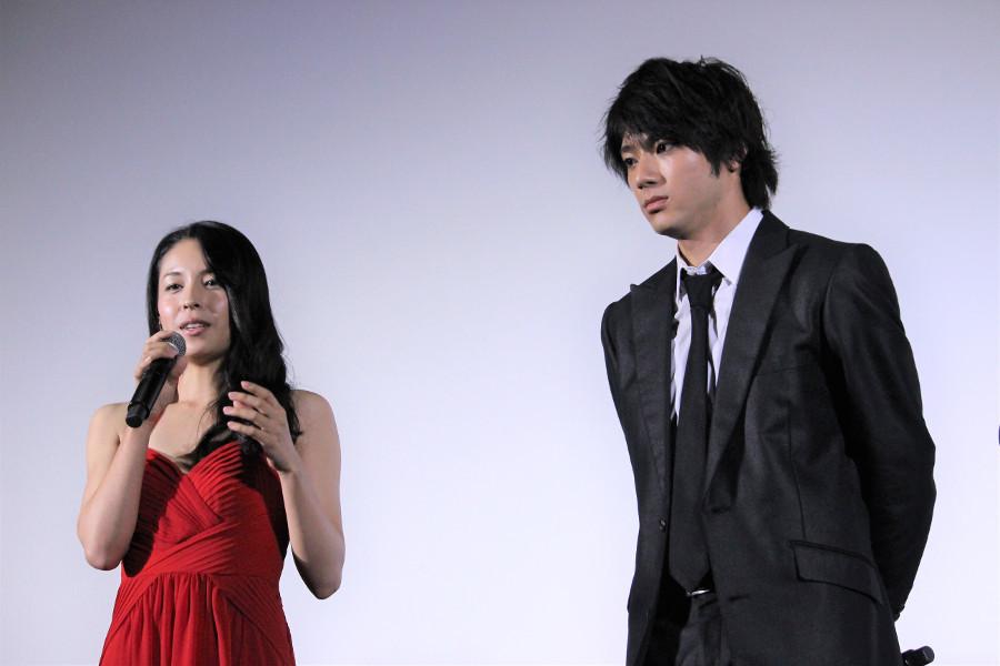 映画『闇金ドッグス6』 左から、西原亜希、山田裕貴