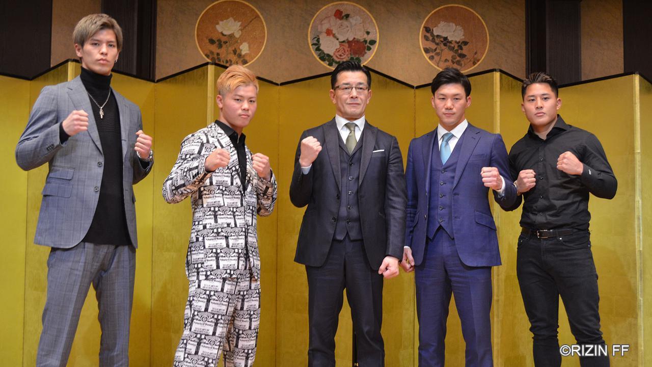 那須川天心(左から2人目)ら『RIZIN.20』追加カードに出場する4人と、榊原信行RIZIN CEO(中央)が記者会見を行った