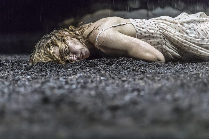 Billie Piper (Her) in Yerma at the Young Vic. Photo by Johan Persson