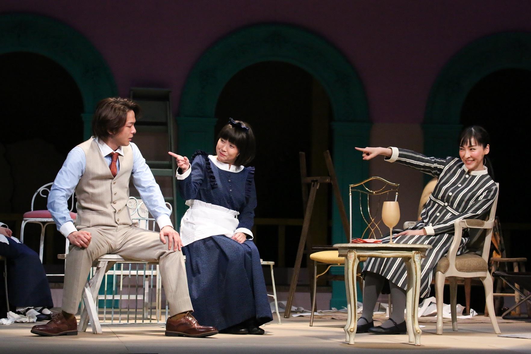 『クラッシャー女中』左:中村倫也、中央:佐藤真弓、右:麻生久美子 撮影:宮川舞子
