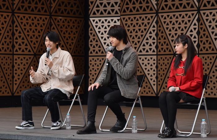 髙橋颯 、甲斐翔真、吉柳咲良(左から)