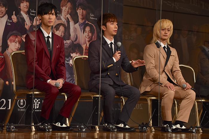 橋本良亮、河合郁人、塚田僚一(左から)
