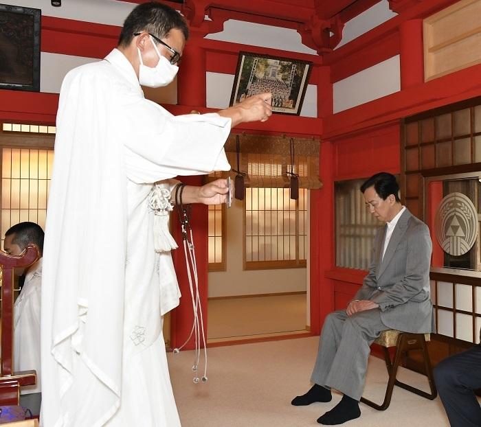 坂東玉三郎 陽運寺にて /(C)松竹