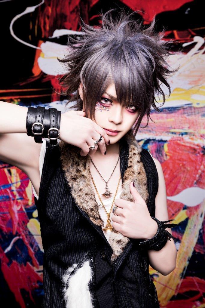 Ryuichi(B)