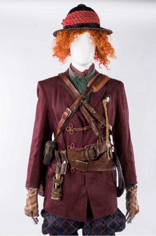 『アリス・イン・ワンダーランド/時間の旅』  ジョニー・デップのアイディアが詰まった衣裳と小道具 (C)Disney