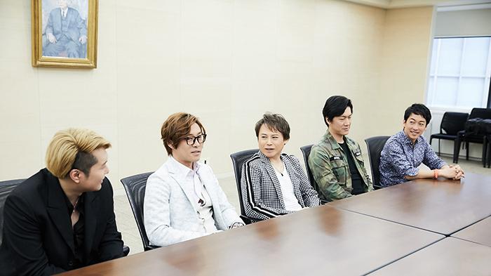 (左から)大山真志、東山義久、玉野和紀、吉野圭吾、西村直人