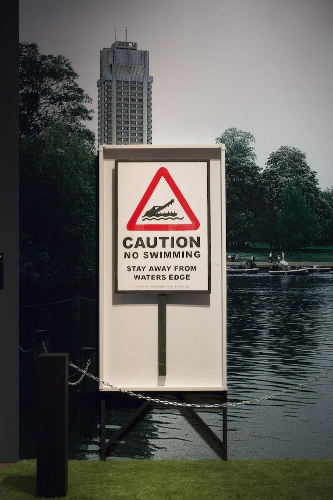 《ノー・スイミング~注意!水泳禁止!水辺には近づくな~》