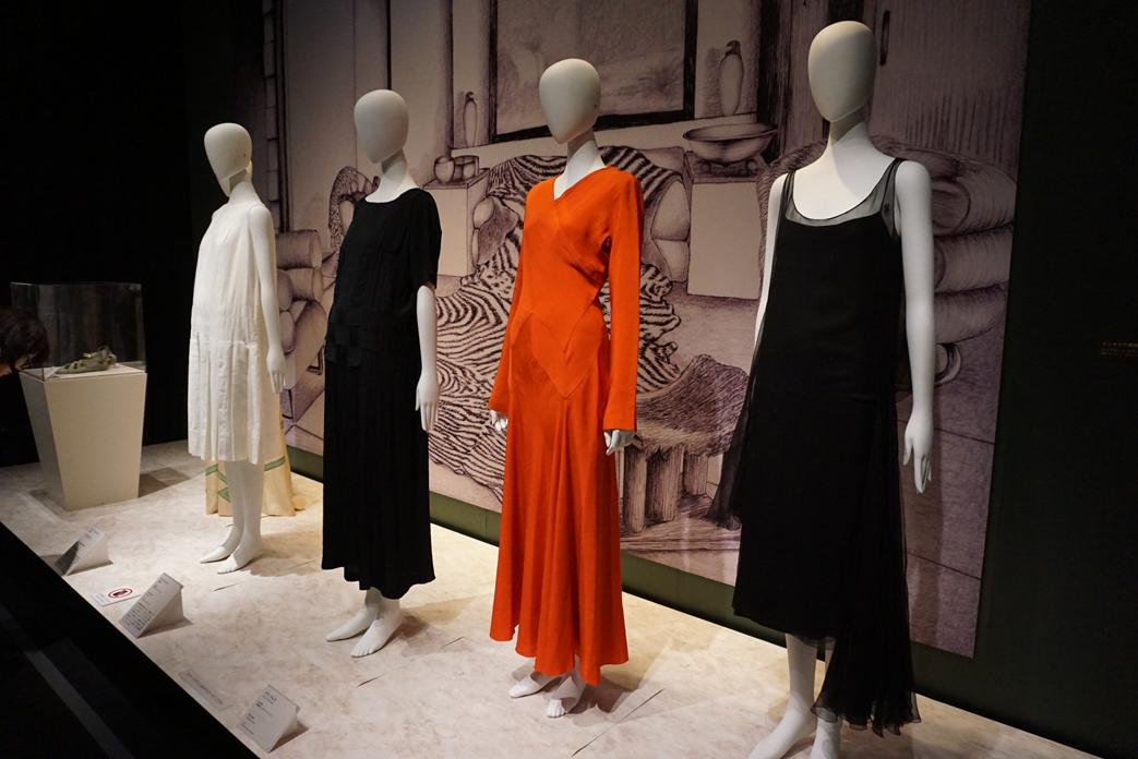 (右手前)ガブリエル・シャネル《イブニング・ドレス》 1927年頃 島根県立石見美術館所蔵