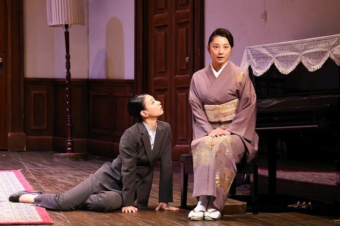 左から、朝海ひかる、小池栄子 (写真=宮川舞子)
